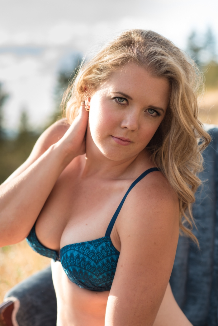 boudoir, vernon, photography, sexy photos, beautiful lady, okanagan, kalamalka lake, jo leflufy photography